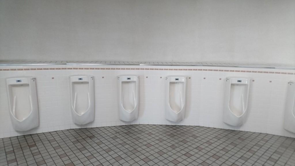 スカイドームの男子トイレ