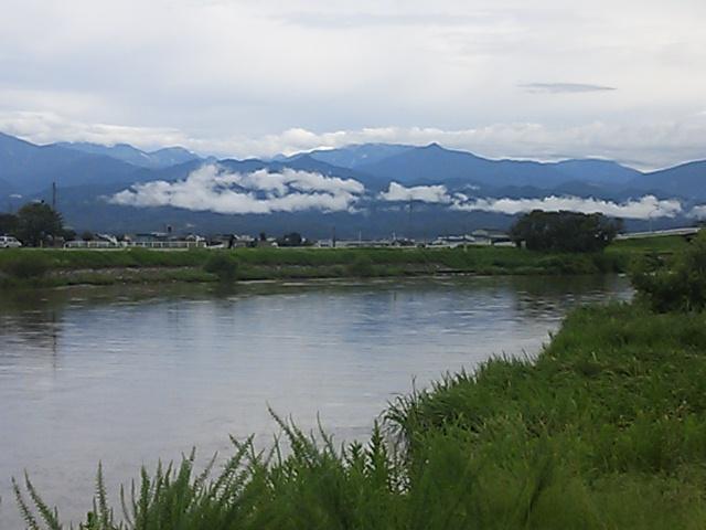 低い雲のかかる立山