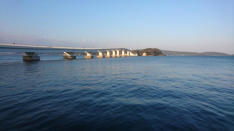 能登島大橋を横から